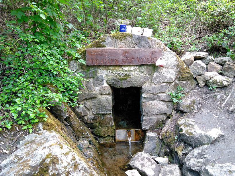 studánka Svatá voda (1330)