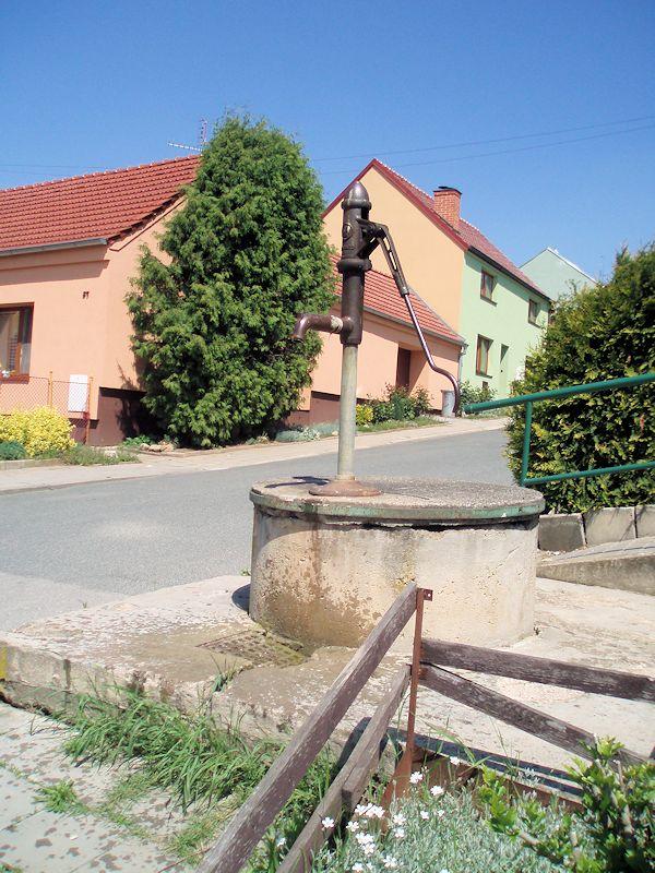 studna bez jména (9810)